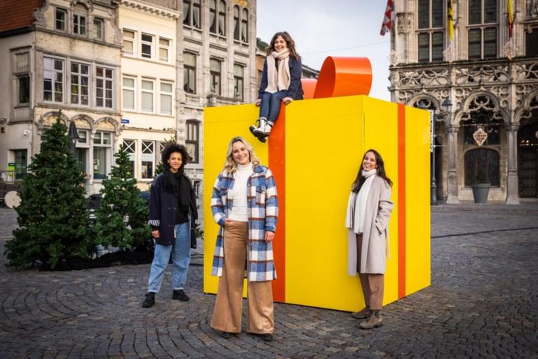 """Frances Lefebure helpt kinderen in armoede voor eindejaar: """"Moeten kiezen tussen boterham minder of een boek kopen, dat zou niet mogen in België"""""""