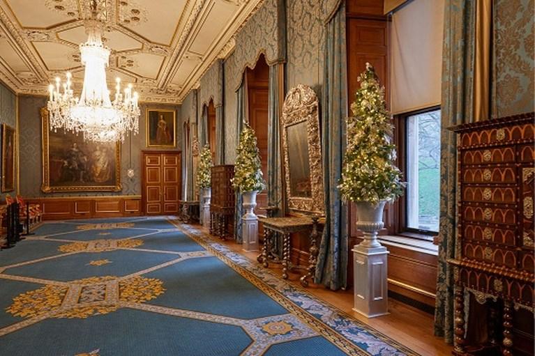 Binnenkijken in Windsor Castle: zes meter hoge kerstboom en talloze versieringen