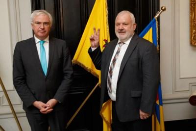 """Dedecker pareert kritiek Decaluwé: """"Als de gouverneur denkt Middelkerke te kunnen overnemen, dat hij maar probeert"""""""