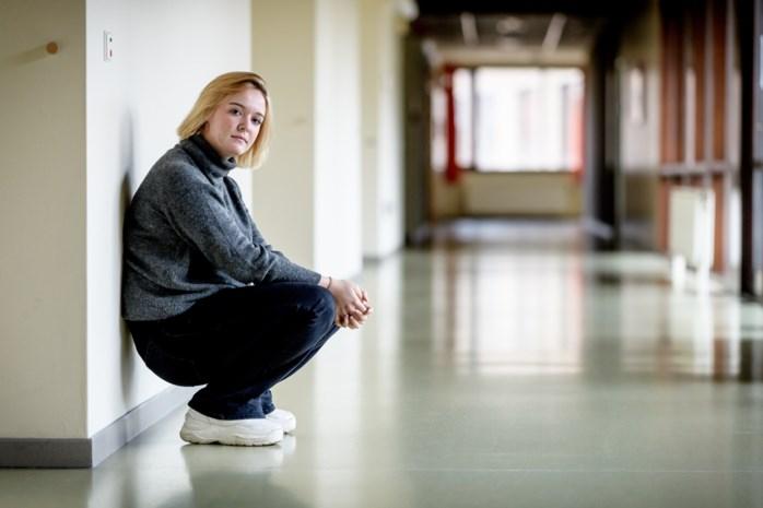 """Zo ziet het leven eruit voor Amy, die in lockdown en in psychiatrisch centrum zit: """"Zonder corona stond ik allicht zo ver nog niet"""""""