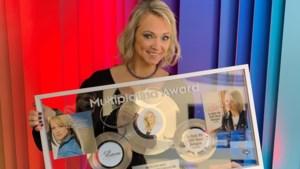 250.000 maal belogen: Laura Lynn krijgt na 15 jaar prijs voor haar grootste hit