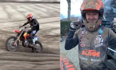 """Met de modder tussen zijn tanden: Liam Everts vliegt weer op de motor na zware crash, papa Stefan zag dat het """"goed"""" was"""