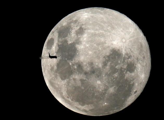 Twee Canadezen mogen als eerste niet-Amerikanen naar de maan