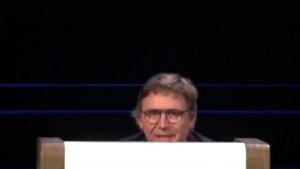 Het is de halve finale, en dan wordt het ook vermoeiender voor de presentator in 'De slimste mens'