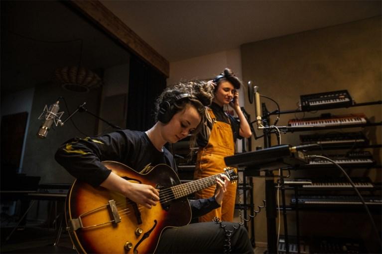'Nieuwe lichting'-duo Kids With Buns schrijft lied voor hulplijn 1712