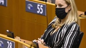 Zoveel kosten de vaccins: staatssecretaris De Bleeker verklapt per ongeluk geheime prijzen