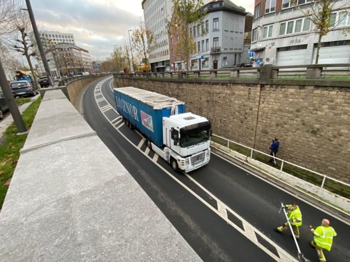 Camión se atasca en Waaslandtunnel, conductor sin dejar rastro