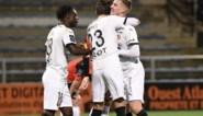 Jérémy Doku levert assist af voor Stade Rennes, dat eenvoudig wint van voorlaatste