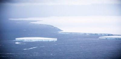 Ecologische thriller nadert ontknoping: loopt enorme ijsberg vast voor eiland met ramp als gevolg of wijzigt hij nipt toch nog koers?