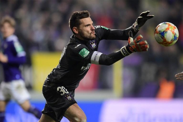 Anderlecht zoekt nieuwe keeper na operatie voor Hendrik Van Crombrugge