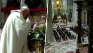 Paus viert sobere middernachtmis door coronamaatregelen