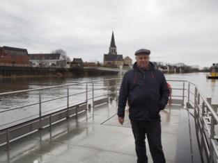 """Veerman Peter (65) vaart allerlaatste keer uit: """"Zowat een miljoen mensen heb ik de Schelde overgezet"""""""
