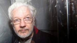 Vader van Julian Assange hoopt op gratie van aanstaande president Joe Biden