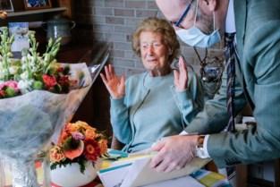 """Jet viert haar 107de verjaardag thuis: """"Nooit griepspuit gehad, maar dit vaccin geef ik wel een kans"""""""