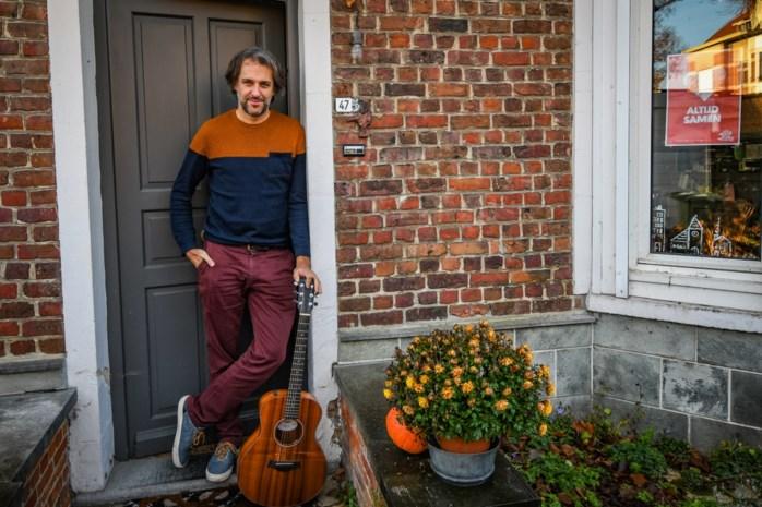 """Zanger Lennaert herstelde van een burn-out en is helemaal terug met nieuwe cd: """"Corona herinnerde me eraan hoe graag ik muziek maak"""""""