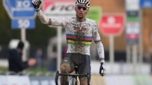 Mathieu van der Poel schiet voor vierde jaar op rij raak op nieuwjaarsdag en wint GP Sven Nys in Baal