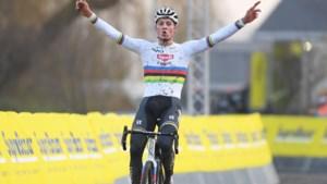 Mathieu van der Poel snelt in Gullegem naar zevende zege seizoen, Tom Pidcock is tweede