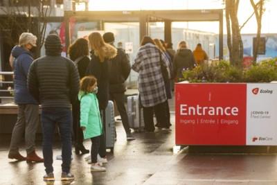 """37.000 reizigers keerden dit weekend uit rode zone terug naar België, niet iedereen is van plan de regels te volgen: """"Maandag stuur ik de kinderen naar school"""""""