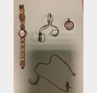 """Juwelen gevonden in zijberm: """"Wie de gegraveerde tekst achteraan het uurwerk kent, is de rechtmatige eigenaar"""""""