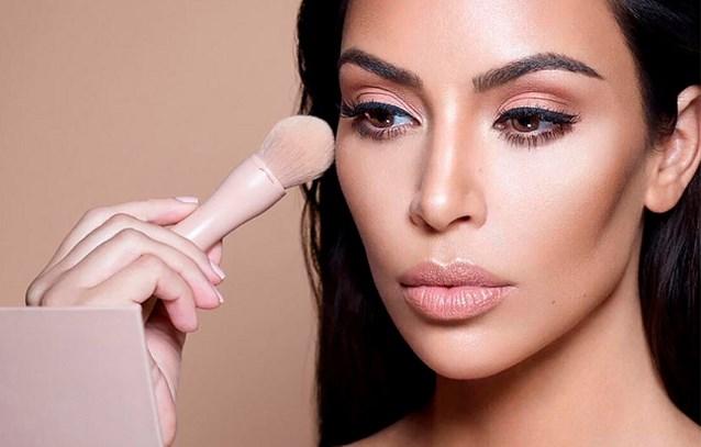 Kim Kardashian verkoopt deel van make-upmerk KKW Beauty voor 200 miljoen dollar
