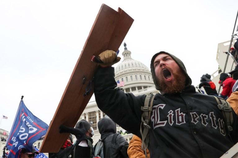Chaos in Washington: Capitool bestormd, betogers dringen parlementszaal binnen, agenten trekken wapens