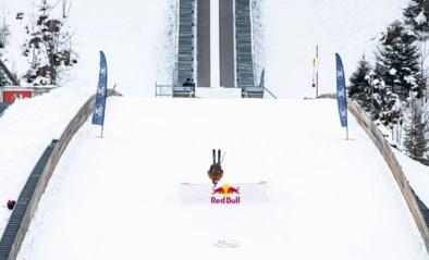 Zot zijn, doet geen pijn: freestyle skiër doet monden openvallen met onmogelijk gewaande sprong van skischans