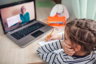 Speel zelf geen leerkracht en panikeer niet bij een slechte toets: zo ga je als ouder om met een leerachterstand