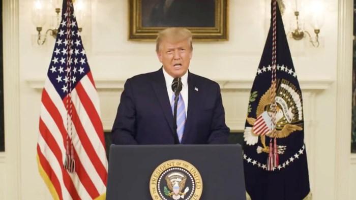 Waarom Trump plots doet wat hij gezworen had nooit te doen