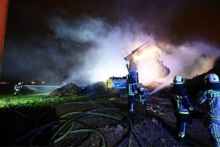 Houtstapel vat vuur bij grondwerker
