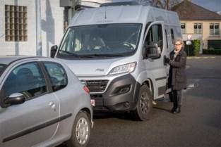 """Invalide Tine krijgt geen bewonerskaart om camper te parkeren: """"Het is nochtans mijn enige auto, die ik gebruik voor boodschappen"""""""
