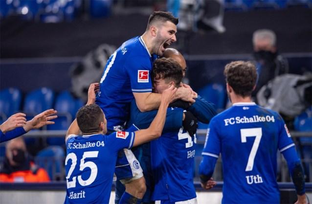 Het wonder is geschied: Schalke 04 ontsnapt ternauwernood aan historisch dieptepunt dankzij hattrick van 19-jarige spits