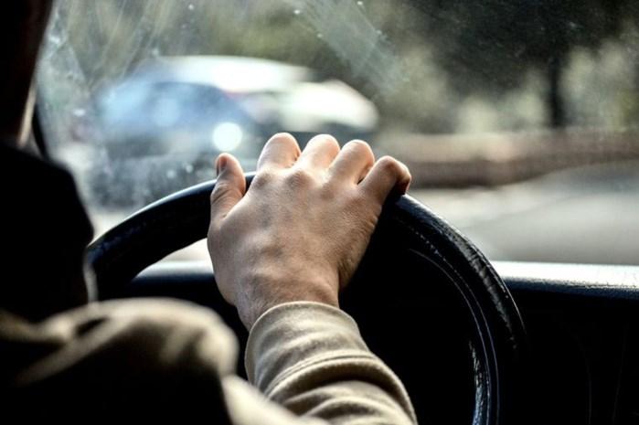 Beschonken snelheidsduivel speelt rijbewijs kwijt