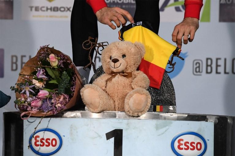 """Wout van Aert in tranen na BK: """"Deze titel is voor mijn zoontje en mijn vrouw, merci Sarah!"""""""