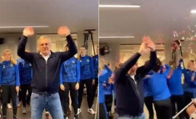 Leo Van der Elst haalt zijn beste dansmoves boven, tot jolijt van speelsters bij Club Brugge