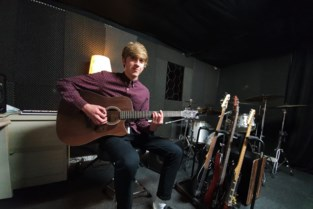 Arthur (16) geeft gasten van 'Down the Road' een stem (en beats)
