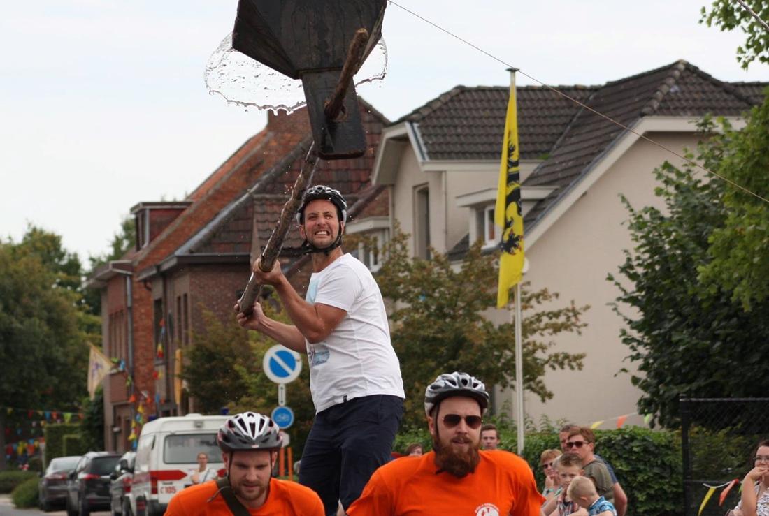 Tom Waes leerde voor zijn tv-programma deze Wase traditie ke...  (Waasmunster) - Het Nieuwsblad Mobile