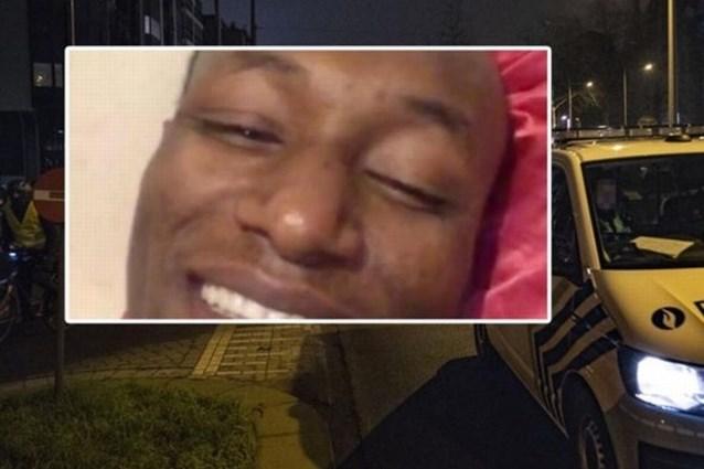 """Advocaat van familie Ibrahima: """"Agenten lieten hem liggen nadat hij bewusteloos van zijn stoel was gevallen"""""""