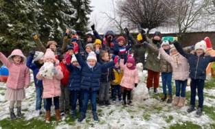 Leerlingen Sint-Andreasschool maken sneeuwman(netje)