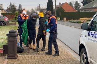 Politie vat acht transmigranten die ontsnappen uit truck in Rijkhoven