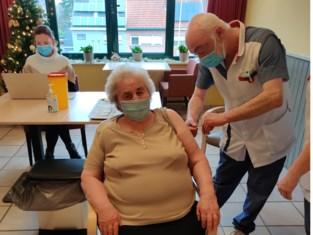 Bewoners Kasteelhof krijgen eerste vaccinatie<BR />