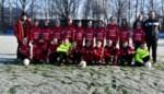 U12 S.K. Steenhuffel krijgt nieuwe uitrusting