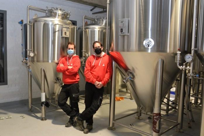 """Tim en Bert investeren in eigen brouwzaal mét proefcafé: """"Onze eerste brouwsels zullen volgende maand al geproefd kunnen worden"""""""