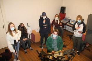 """Gratis muziekstudio voor jongeren in voormalig museum, stad zet verkoop on hold: """"Muziek is een ideale uitlaatklep"""""""
