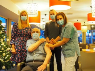 "Karel (86) krijgt eerste prik in Residentie Het Prieelshof: ""Niets van gevoeld"""