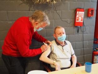 Eerste prik in woon-zorgcentrum Molenkouter is voor Jozef (72)
