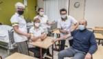 Docenten en studenten Ic Dien staan klaar om te helpen vaccineren