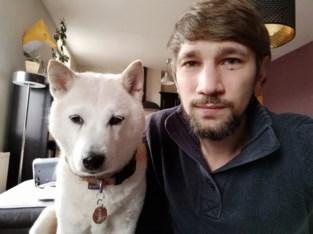 """Dimitri krijgt boete voor uitlaten incontinente hond na avondklok: """"Ik moét elke vier uur buiten, ik heb geen andere mogelijkheid"""""""