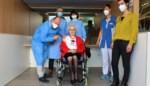 Thelma (103) kreeg haar coronavaccin toegediend door de burgemeester