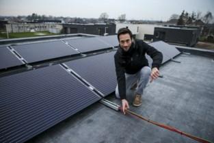 """Getroffen eigenaar zonnepanelen: """"Gestraft omdat ik ecologisch verwarm"""""""