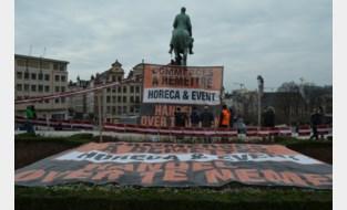 Horecasector voert actie aan Kunstberg met groot spandoek